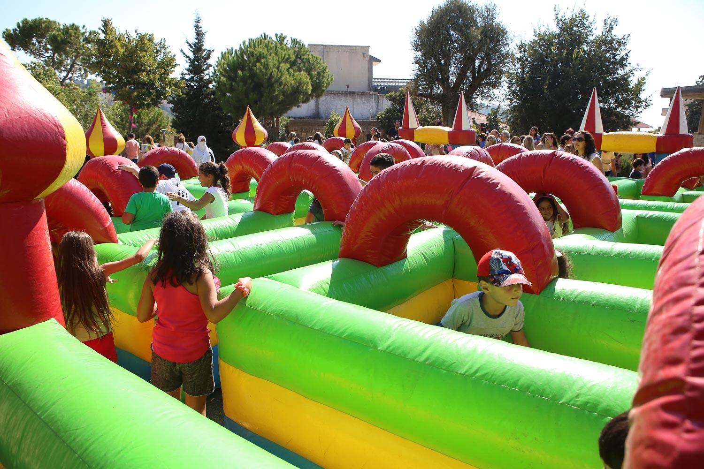 kids enjoying the maze